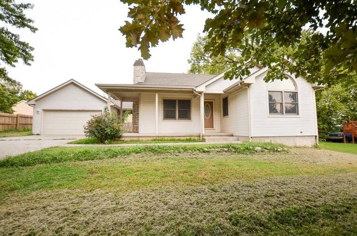FORT RILEY AREA HOME BUYERS-606 Cedar Street, Wakefield Kansas 67487. 3 BR, 2B, Open Floor Plan with loads of potential in the unfinished basement. www.RossHouses.com #FortRiley #RossHouses #KRossRealtor #REMAX #REALTOR