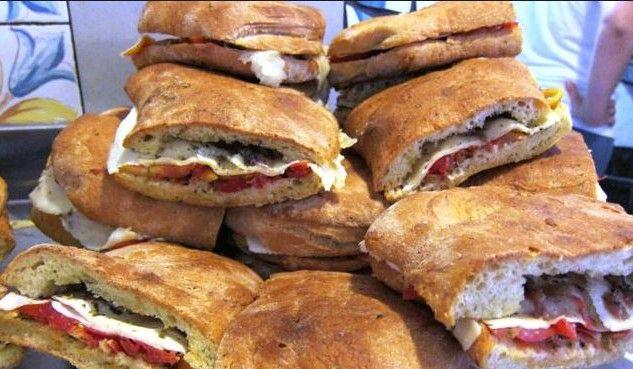 Un must della tradizione dello street food di Scopello, un panino che profuma di Sicilia, provatelo....