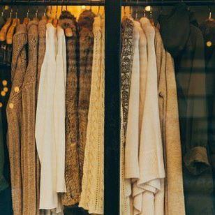 Gek op vintage kleding? Neem de Central Line in #Londen , stap uit bij Bond street en loop naar Sam Greenberg Vintage! #vintage #subyourcity #instatravel