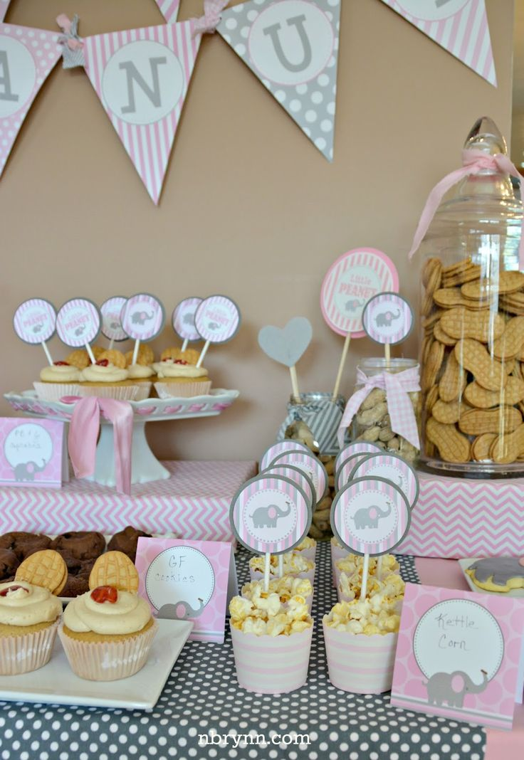 Somehow, amidst all the Christmas hustle and bustle, we managed to sneak in this adorable Little Peanut baby shower last weekend! DimplePri...
