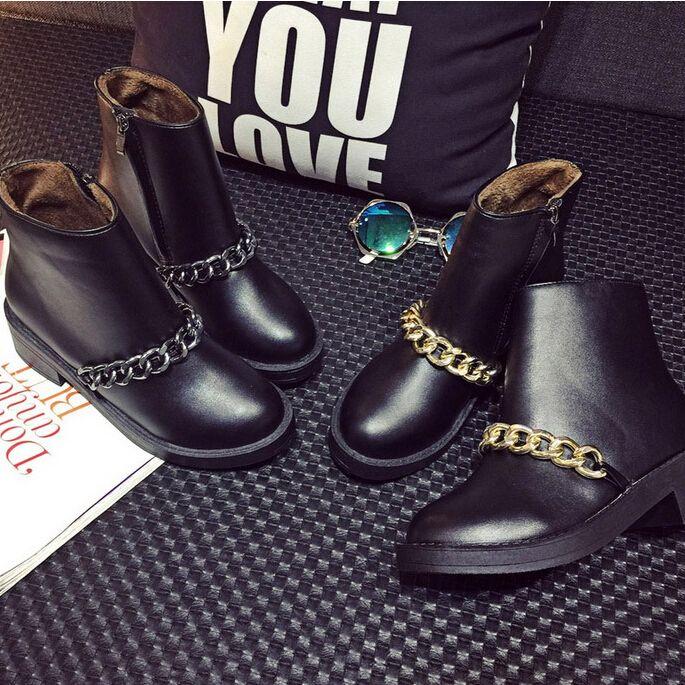 Купить товарНовые зимние ботинки женщин мода цепи на низком каблуке короткие сапоги с боковой молнией кожи ботильоны свободного покроя женская обувь женщина в категории Сапоги и ботинкина AliExpress.        Вы можете смешать все цвета и размеров.                 Оптовая и Dropshipping являются приемлемыми.