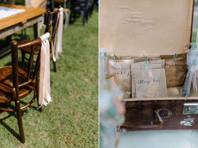 Met een koffier, linten en craftpapier kom je een eind :) // Fotograaf: Suegraphy // Girls of honour