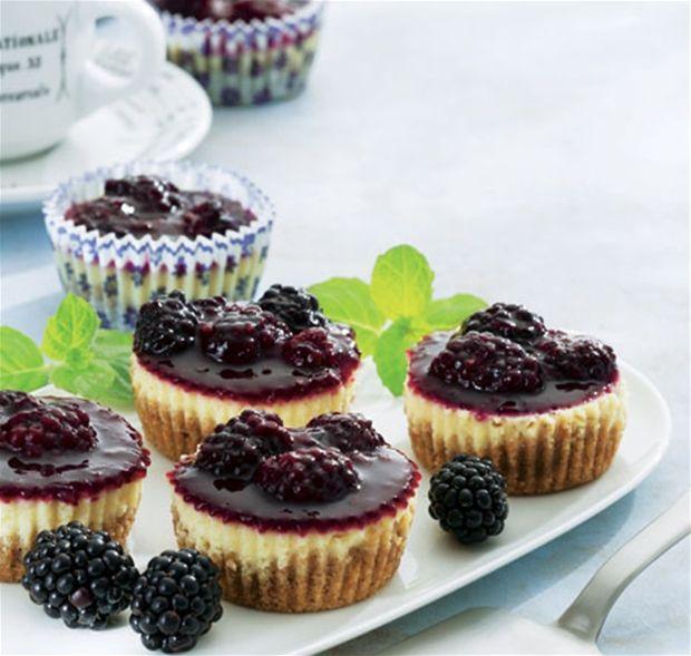 Mini-cheesecakes med brombær