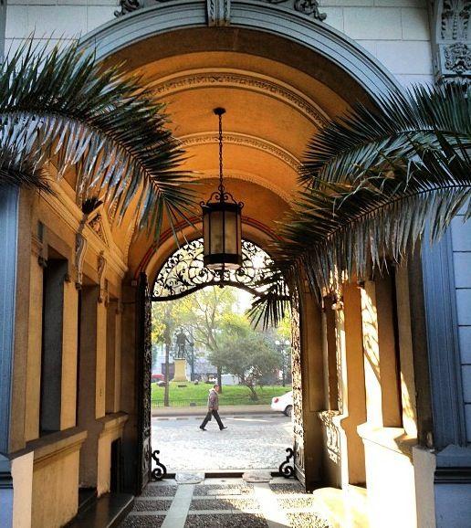 Círculo español. Arquitecto Alberto Cruz Montt, año 1907. Está en La Alameda 1550, Santiago, Chile.