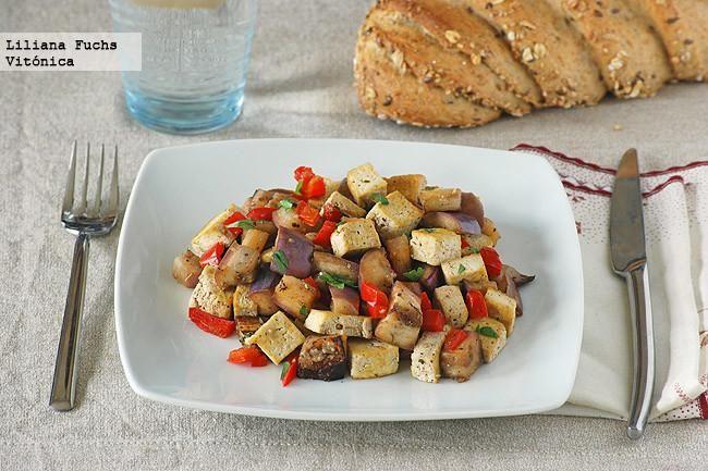 Receta saludable de salteado de tofu y berenjena. Con fotos del paso a paso, consejos y sugerencias de degustación. Recetas ligeras. Recetas veget...