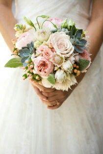 Brautstrauss mit Sukkulenten