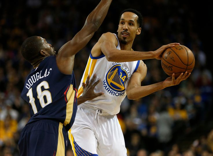 . Golden State Warriors\' Shaun Livingston (34) looks to pass against New Orleans Pelicans\' Toney Douglas (16) in the second quarter at Oracle Arena in Oakland, Calif., on Monday, March 14, 2016. (Nhat V. Meyer/Bay Area News Group)