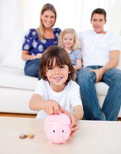 No hay mala conducta que valga, ni baja nota que pese. Ocho de cada diez padres de familia españoles financian a los adolescentes sin restricciones, con 54 euros mensuales en promedio.