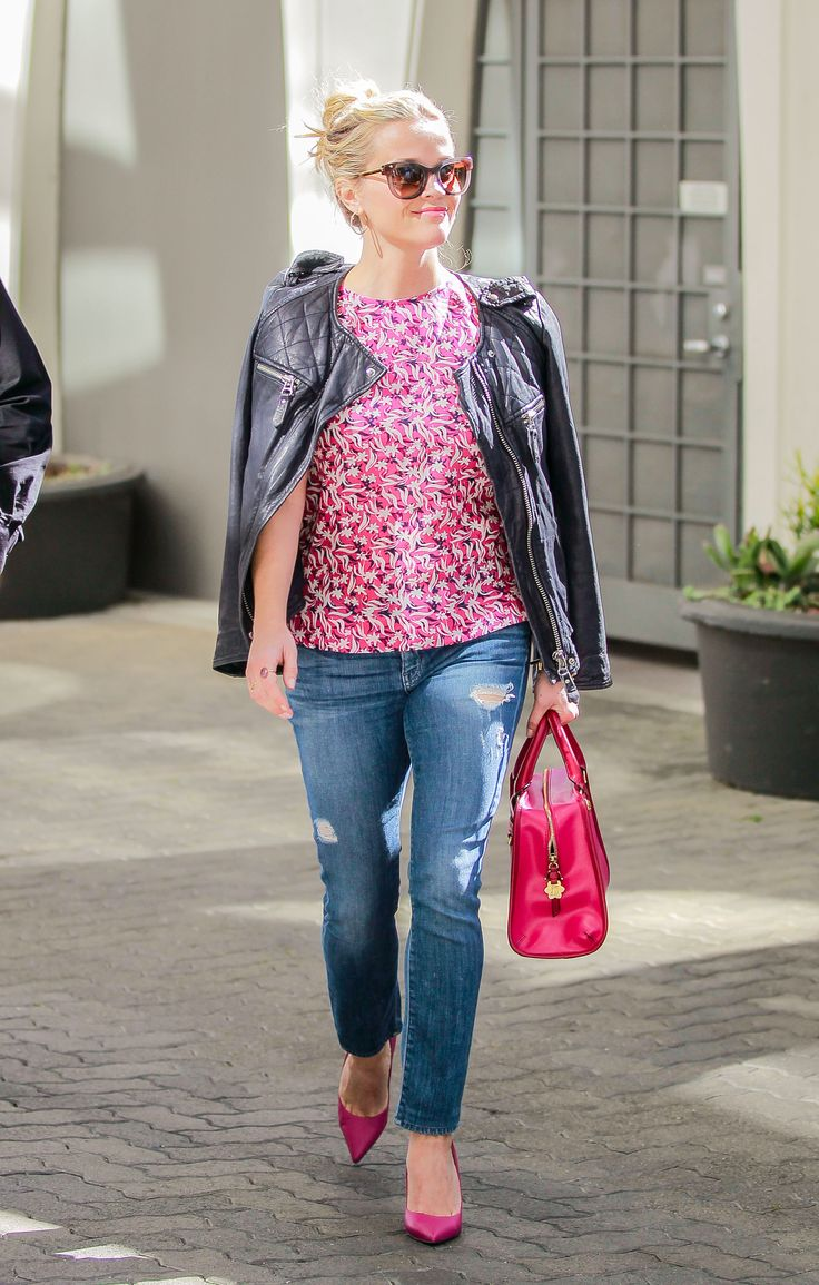 Reese Witherspoon out in LA 2/10/16
