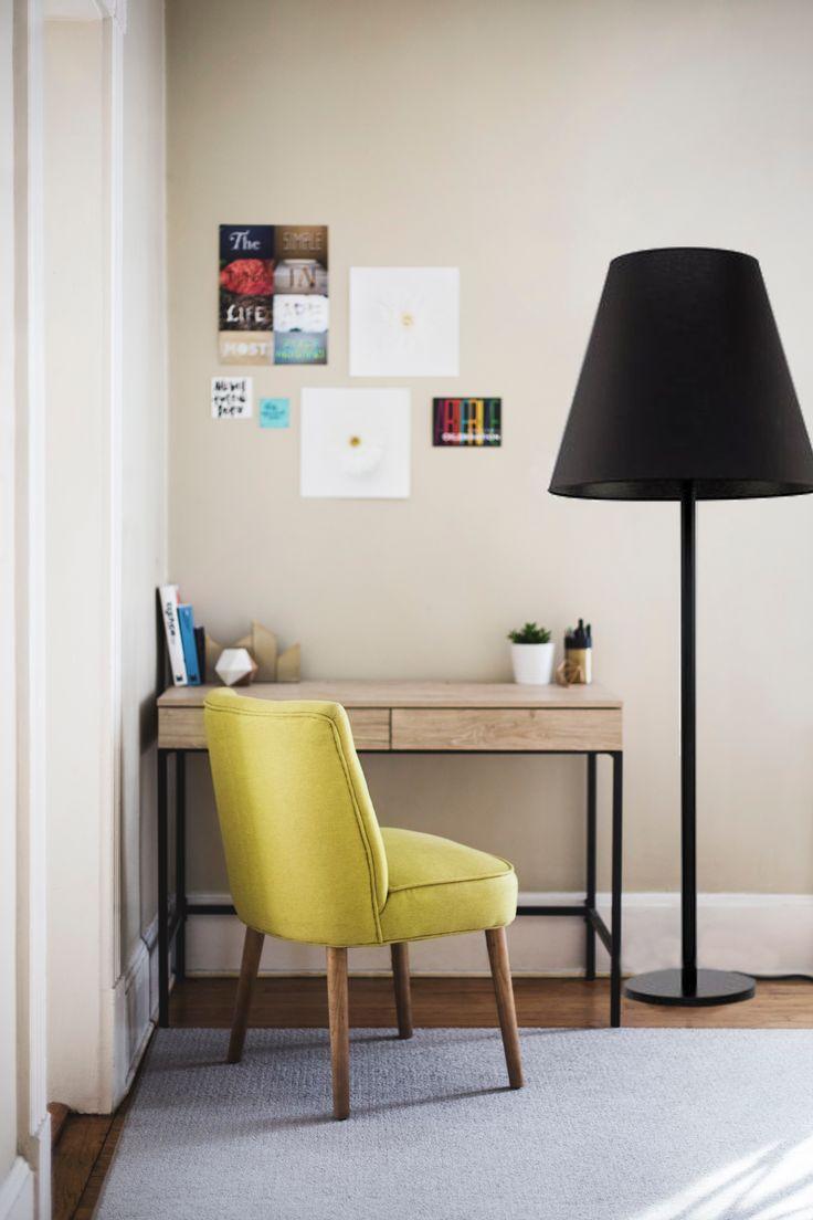 Lampa Nowodvorski Moss z pewnością spodoba się każdemu, kto lubi nowoczesność oraz elegancję. Duży abażur nadaje jej klasy, a także dekoruje przestrzeń pomieszczenia.