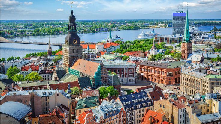 #Riga est sans doute la destination idéale pour découvrir une autre facette du continent européen, celle baignée par la mer #Baltique ! Plages de sable blanc, architecture hétéroclite et étonnante, cuisine locale savoureuse, quartiers animés et vibrants, bref un riche programme vous attend ! Logés dans un hôtel 4 étoiles au coeur de la capitale lettone, vous aurez l'occasion pendant quelques jours d'apprécier cette ville aux mille facettes !   http://bit.ly/1ryIfCu