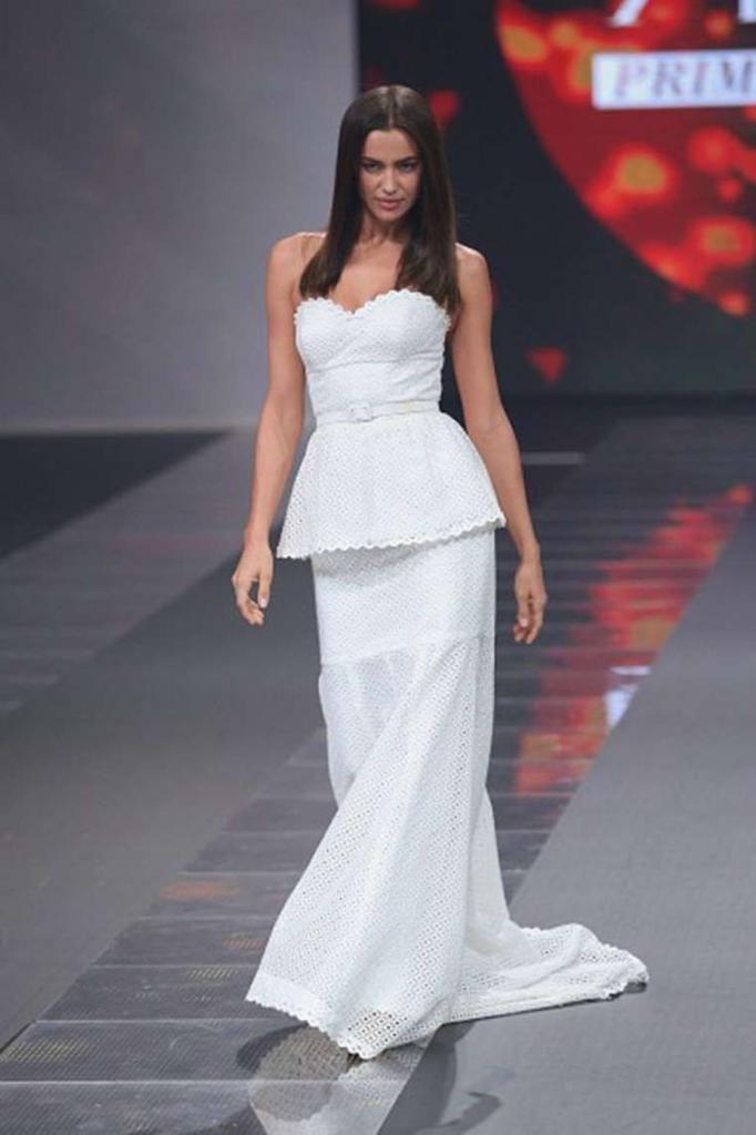 Irina Shayk - Liverpool Fashion Show Runway in Mexico City : Global Celebrtities (F) FunFunky.com