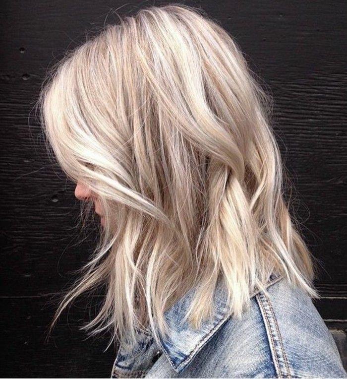 Idée Tendance Coupe & Coiffure Femme 2017/ 2018 : un balayage blond polaire pour un look moderne coupe au carré mi-long