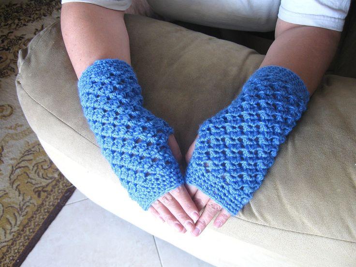 Angel Stitch Fingerless Gloves - Video Crochet Tutorial - there is a matching hat and scarf https://www.youtube.com/watch?v=dAkIQUTccAQ https://www.youtube.com/watch?v=2eGTSFBmPvk