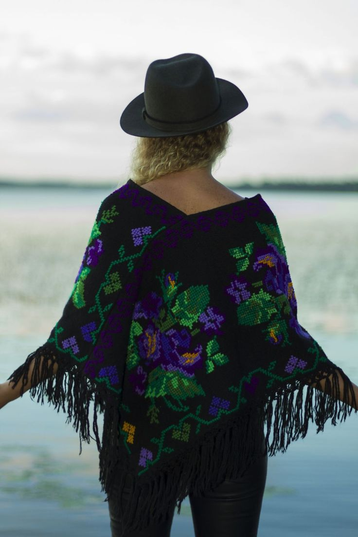 http://www.casadeemilio.com/shop/zarape/  Casa de Emilio bohemian fashion Mexican poncho autumn fashion
