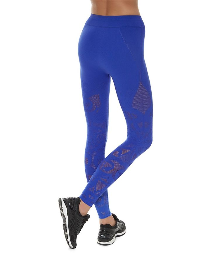 Your workout just got more seamless than ever. In a fitted seamless fabric complete with a intricate jacquard design, these leggings are made to stand out. Sweat-wicking, quick drying and high stretch for freedom of movement, the open mesh adds breathability. Style up with the matching Zohra Top and prepare for stares.