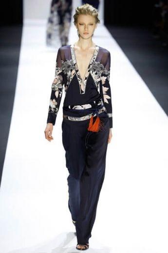 Модная блузка с цветочным принтом