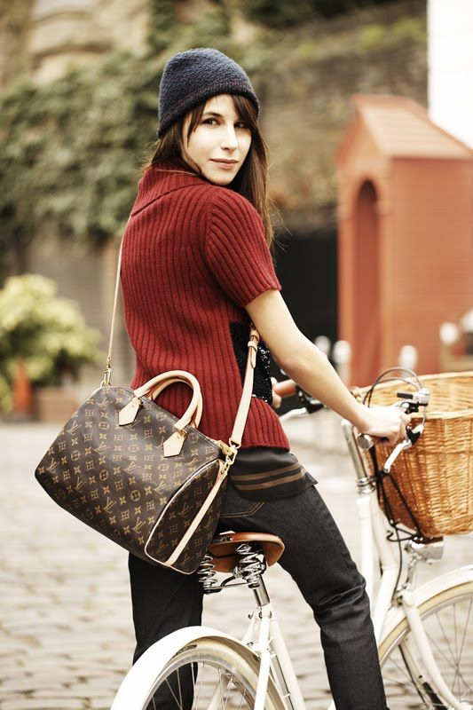 I really like the look of the LV Speedy Bandouliere, but don't have the spare $1,000+ to spend on it!  LOL