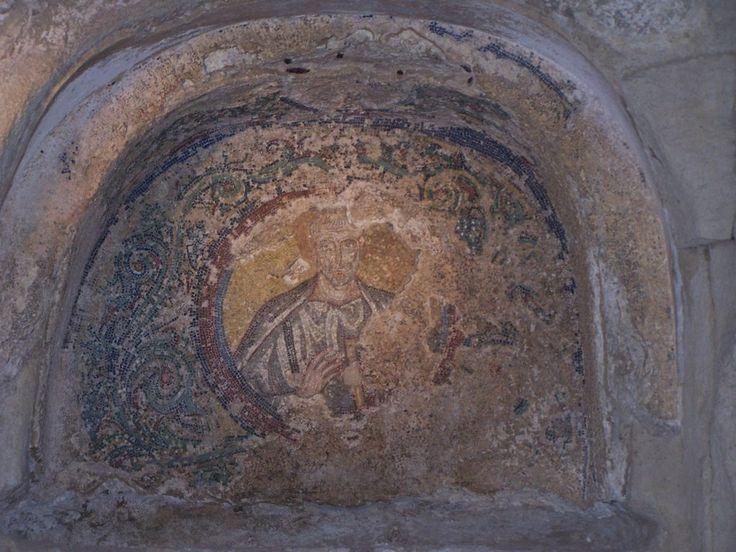 Catacombe di San Gennaro, Napoli. Mosaico del vescovo. V secolo
