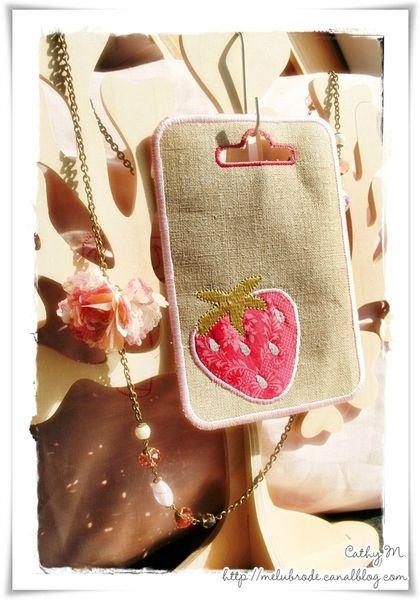 Appliqué fraise, motif broderie offert (pour usage personnel)