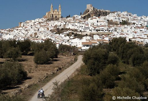 The town of Olvera where this via verde walk begins and continues to Puerto Serrano. © Michelle Chaplow