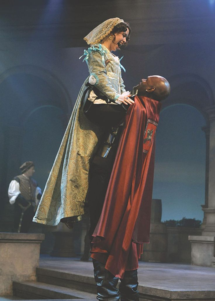 Holding the Attention of the Audience in Othello