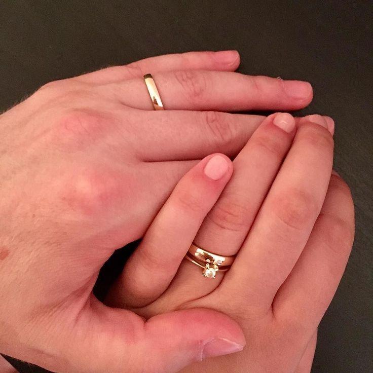 """""""Împreună suntem și mai puternici""""  #weddingstyle #weddingrings #goldish #happyness #hands"""