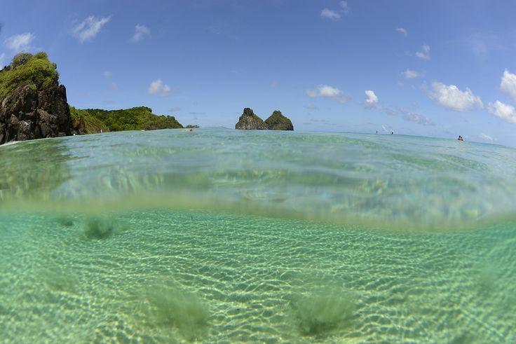 Um dos melhores lugares que conheço para produzir fotos de surf, visuais e natureza. Fernando de Noronha é o verdadeiro paraíso! Nikon D600 Obj: 16mm