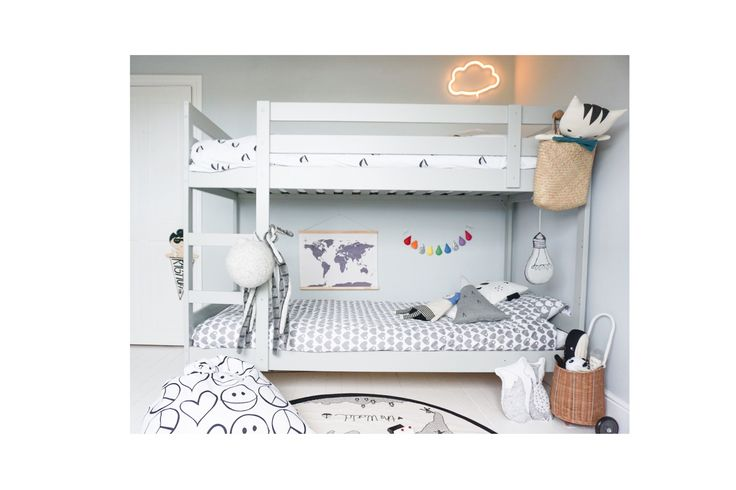 Beautiful kid's room inspiration from @velveteenba0774 We love the neutral colour scheme and gorgeous garland.