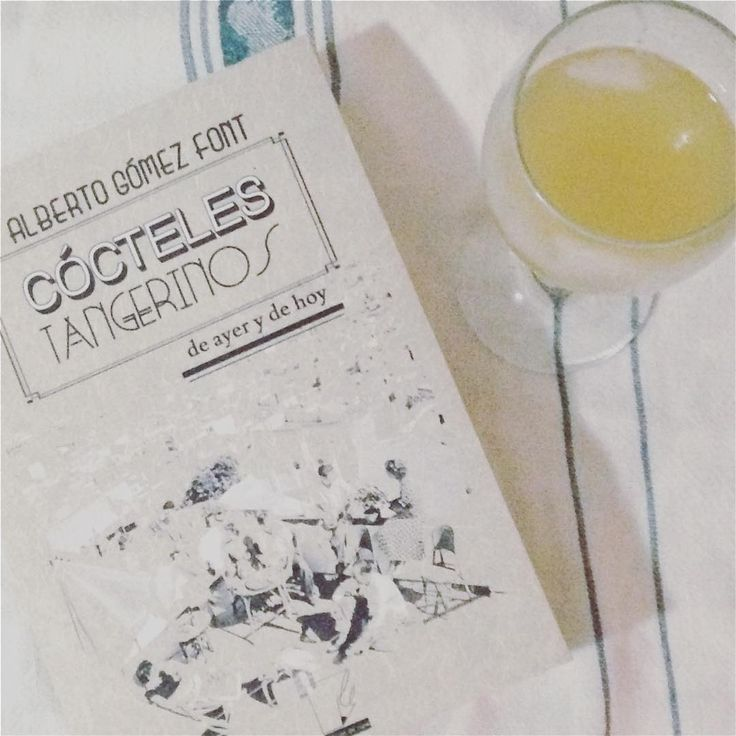 A new #whiskeysour #recipe: the key is to mash three pitted #dates in the bottom of your #cocktail shaker.   After that: shot each simple syrup and whiskey, juice of three small/two large lemons per drink. Adapted from a recipe in Alberto Gómez Font's Cócteles Tangerinos.