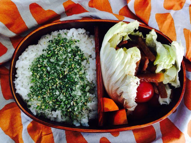 2014.03.28  今日のお弁当。人参ぬか漬け、大根とピーマンの炒め、ミニトマト、クロレラふりかけ。