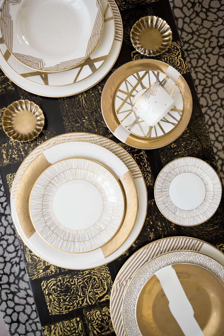 ~ Living a Beautiful Life ~ Elegant yet fun holiday tabletop. gold & white china table scape