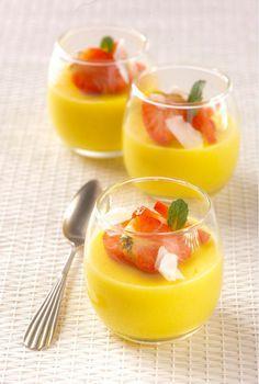 Crème van mango en kokos met aardbeien en munt #vega #glutenvrij