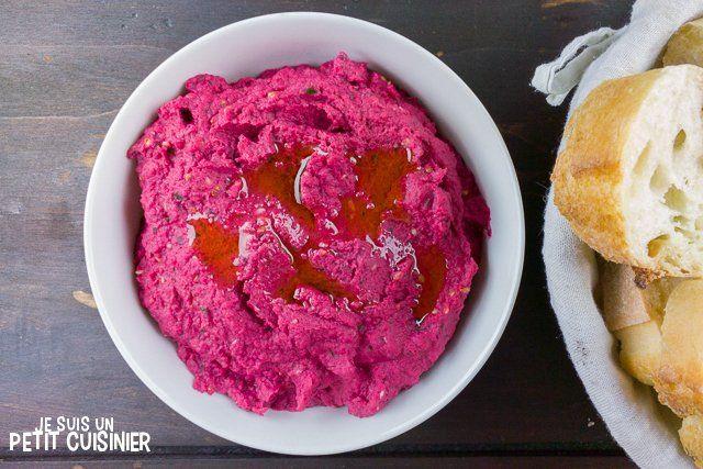 Comment faire du houmous de betterave. Recette facile. C'est idéal pour grignoter pendant un apéro avec un peu de pain grillé ou des bâtonnets de carottes.