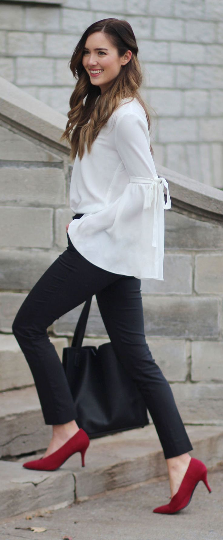 Perfect black trousers ON SALE! Flattering, comfortable and affordable! #fashion #fashionblog #fashionblogger #blog #blogger #trousers #blackpants #style #outfit Marie's Bazaar