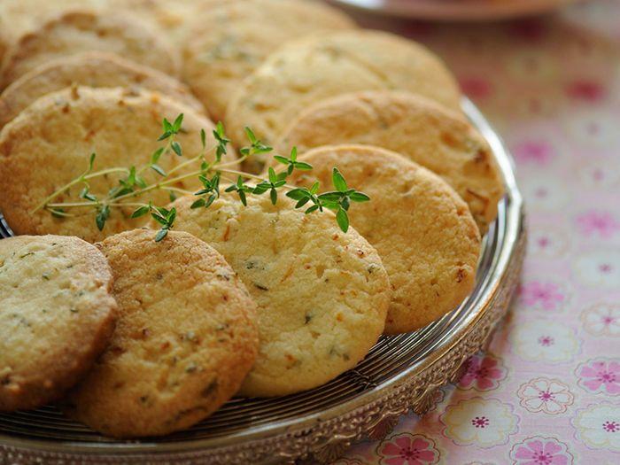 Découvrez la recette Sablés à l'orange et au thym sur cuisineactuelle.fr.