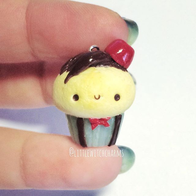 I've been on a Doctor Who kick lately so I *had* to make this Eleventh Doctor cupcake inspired by @xoxrufus ! I gave him his fez, bow tie and suspenders. Let me know in the comments if you're a whovian like me 😍