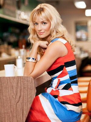 Beth Behrs is gorgeous ❤️