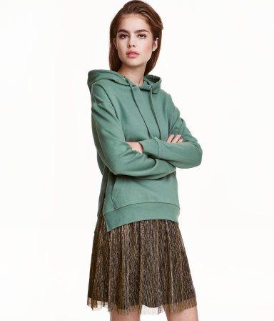 Green. Sweatshirt in soft fabric with a drawstring hood. Kangaroo pocket, slits at sides, and ribbing at cuffs and hem. Soft, brushed inside.