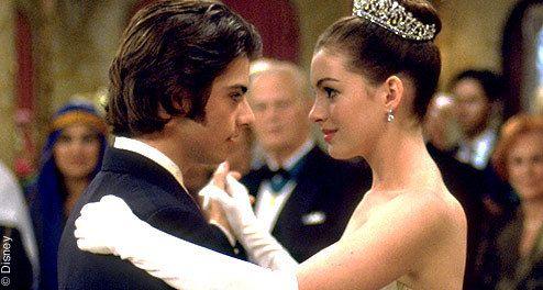 -Michael: ¿Por qué yo? -Mia: Porqué me vías cuando era invisible.  (Princesa por sorpresa)