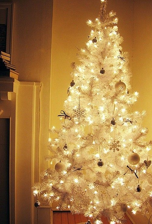 White Christmas Tree Decorating Ideas,   www.loveitsomuch.com