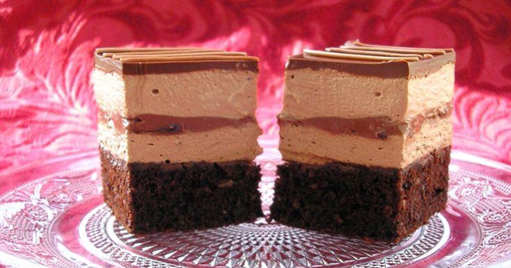 Extra čokoládové řezy s vysokým krémem a polevou