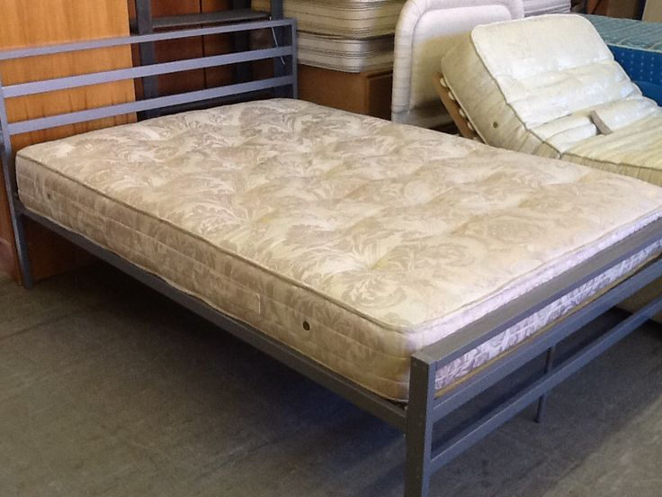 4ft 6 Metal Frame Double Bed With Mattress In Very Good Condition