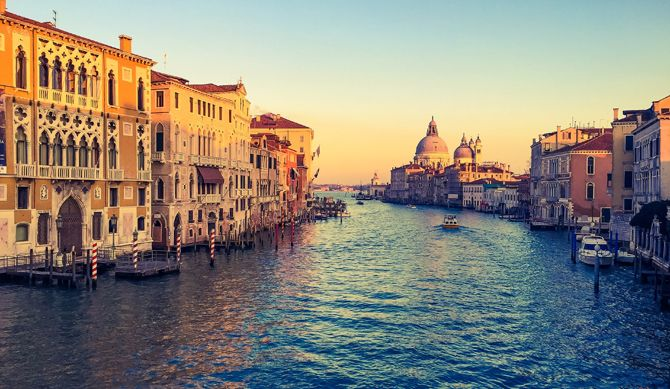 Discount UK Holidays 5-30 Nov Venice Discounted by 38%  Discover the beautiful city of Venice. You'll be mesmerised by the stunning mysteries the floating city has to offer. Explore the history, immerse yourself in the dark romance of this unique city.  You'll be staying in the 4* Delfino hotel. Strategically located to allow you to comfortably reach the historical city center of Venice in...