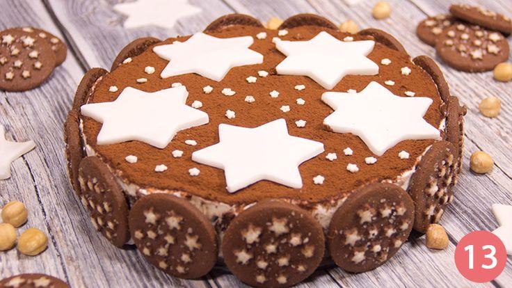 Decoriamo infine con stelle e stelline di pasta di zucchero.