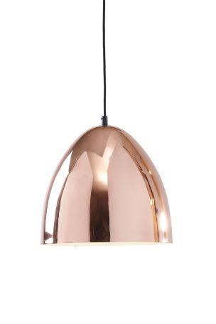 Skjerm av kobberfarged metall med hvit innside. Høyde 37 cm, diameter 35 cm. Svart tekstilledning lengde 120 cm.
