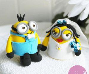 Figurines De Mariage Minions  Ces Minions seront témoins de votre lien. Les figurines sont personnalisés. Idéal pour gâteau de mariage.
