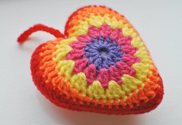 Free Crochet Hanging Heart Pattern : 29 best images about Haak een hart! on Pinterest ...