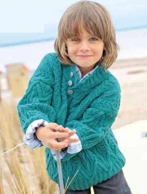 Бирюзовый узорчатый пуловер для мальчика 7-8 лет. Размеры пуловера 110-140. Для вязания рекомендуется пряжа от 400-600 г из натуральной шерсти. Схема и описание вязания