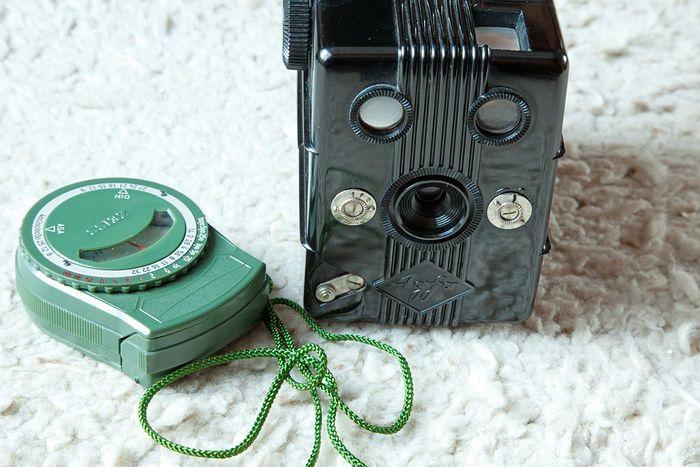 Bakelite Agfa Trolit 1936 camera and separate (green) bakelite Zeiss light meter 1920